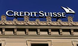 """Credit Suisse a annoncé vendredi avoir conclu un accord de principe avec le département américain de la Justice pour régler en échange de 5,28 milliards de dollars (5,25 milliards d'euros) le contentieux sur la vente de titres financiers à risque adossés à des crédits immobiliers """"subprime"""". /Photo d'archives/REUTERS/Arnd Wiegmann"""