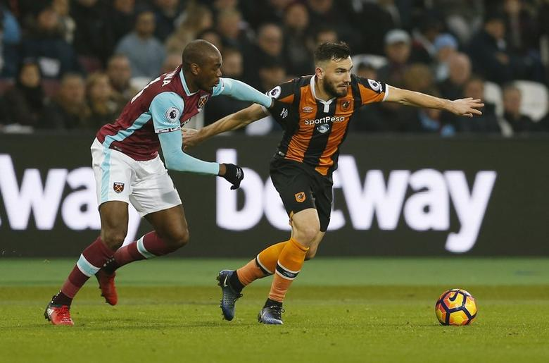 Hull City's Robert Snodgrass in action with West Ham United's Angelo Ogbonna. West Ham United v Hull City - Premier League - London Stadium - 17/12/16.  Action Images via Reuters / Matthew Childs Livepic