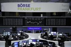 Les Bourses européennes ont terminé sans grand changement vendredi, avec de petites hausses ou de légères baisses, à la veille du week-end de Noël dans un marché relativement calme. À Paris, le CAC 40 a fini en hausse de 0,10%, à Londres, où la séance a été écourtée à 12h30 GMT, le Footsie britannique a gagné 0,06%, à Francfort, le Dax-30 a reflué de 0,05%. /Photo prise le 14 décembre 2016/REUTERS