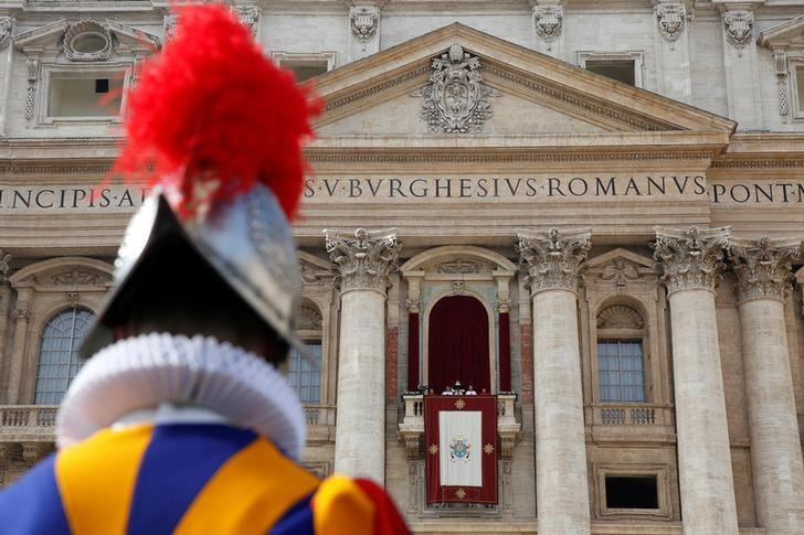 A Swiss Guard stands as Pope Francis delivers his ''Urbi et Orbi'' (to the city and the world) message from the balcony overlooking St. Peter's Square at the Vatican December 25, 2016. REUTERS/Alessandro Bianchi