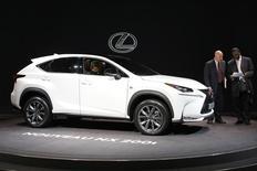 Lexus NX 200t на автомобильной выставке в Париже. Японский автопроизводитель Toyota Motor отзывает 18.757 автомобилей Lexus в России из-за возможных проблем с тормозами во время стоянки, говорится в сообщении Росстандарта. REUTERS/Benoit Tessier