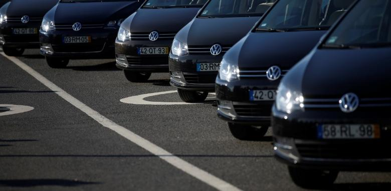 Volkswagen cars are seen at Volkswagen car factory in Palmela, Portugal, December 9, 2016.   REUTERS/Rafael Marchante