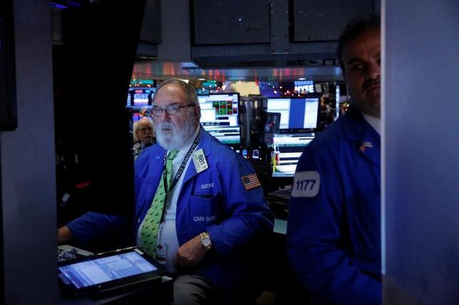 Traders work on the floor at the opening of the day's trading at the New York Stock Exchange (NYSE) in Manhattan, New York City, U.S., December 22, 2016. REUTERS/Andrew Kelly