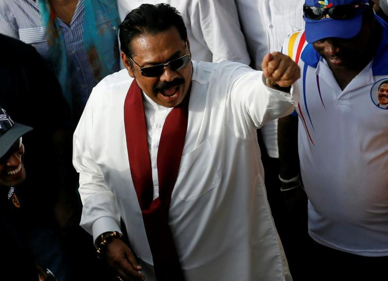 Sri Lanka's former President Mahinda Rajapaksa waves at his supporters at the end of the five-day protest march from Kandy about 116 km to Colombo, in Sri Lanka, August 1, 2016. REUTERS/Dinuka Liyanawatte