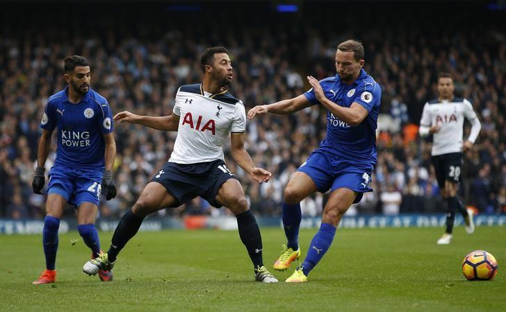 Britain Football Soccer - Tottenham Hotspur v Leicester City - Premier League - White Hart Lane - 29/10/16Tottenham's Mousa Dembele in action with Leicester City's Danny Drinkwater and Riyad Mahrez Action Images via Reuters / Paul ChildsLivepic/File Photo