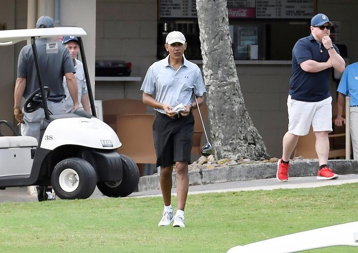 U.S. President Barack Obama walks onto the 10th tee at Mid Pacific Country Club during his Christmas holiday vacation in Kailua, Hawaii, December 26, 2016.  REUTERS/Hugh Gentry