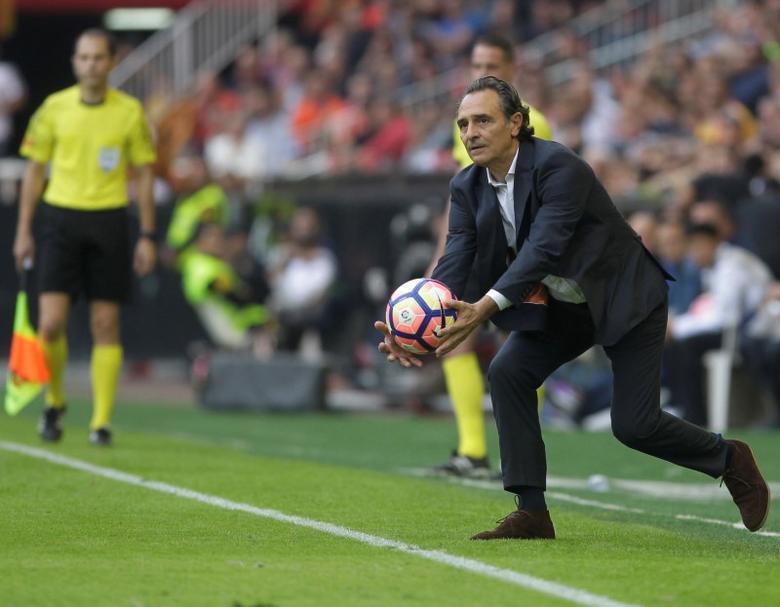 Spanish Liga - Valencia v Barcelona - Mestalla Stadium - Valencia, Spain, 22/10/16. Valencia's coach Cesare Prandelli catches a ball. REUTERS/Heino Kalis