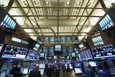 La Bourse de New York a commencé mardi la nouvelle année par une séance de hausse. Le Dow Jones a gagné 0,60%, le S&P-500 a pris 0,85% et le Nasdaq Composite a avancé de 0,85%. /Photo prise le 30 décembre 2016/REUTERS/Stephen Yang