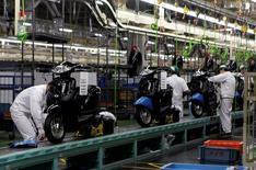 L'activité dans le secteur manufacturier s'est développée en décembre à son rythme le plus rapide depuis un an au Japon, avec la progression des nouvelles commandes. /Photo d'archives/REUTERS/Naomi Tajitsu