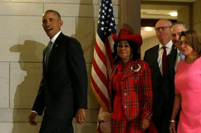 U.S. President Barack Obama (L-R) arrives to meet with congressional Democrats, including Representative Frederica Wilson (D-FL), Representative Joe Crowley (D-NY), Senate Minority Leader Chuck Schumer (D-NY) and House Minority Leader Nancy Pelosi (D-CA), at the U.S. Capitol in Washington, U.S. January 4, 2017. REUTERS/Jonathan Ernst