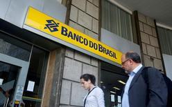 Logomarca do Banco do Brasil é visto em agência no centro do Rio de Janeiro 15/12/2014 REUTERS/Pilar Olivares/File Photo