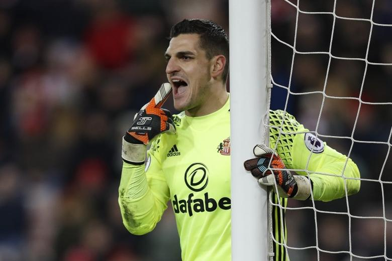 Britain Football Soccer - Sunderland v Liverpool - Premier League - Stadium of Light - 2/1/17 Sunderland's Vito Mannone gestures Action Images via Reuters / Lee Smith Livepic
