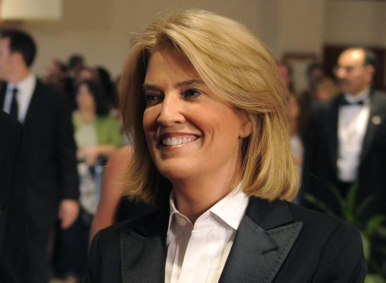 Greta Van Susteren poses for photographers on the red carpet for the annual black-tie White House Correspondents Dinner in Washington, May 9, 2009.  REUTERS/Mike Theiler