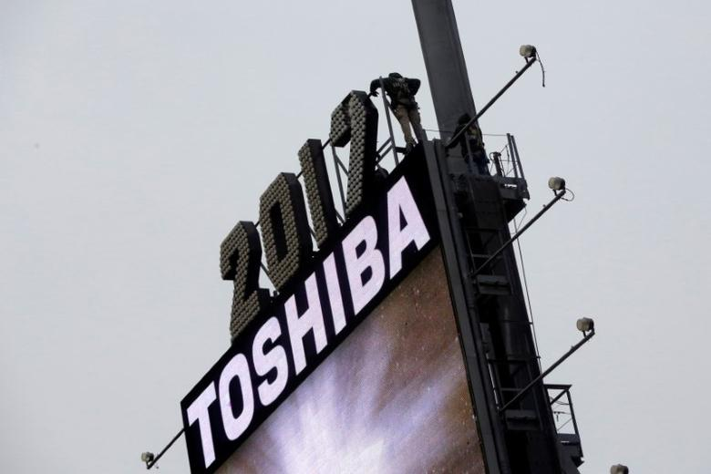 Workers prepare the New Year's eve numerals above a Toshiba sign in Times Square Manhattan, New York City, U.S., December 26, 2016. Picture taken December 26, 2016. REUTERS/Andrew Kelly