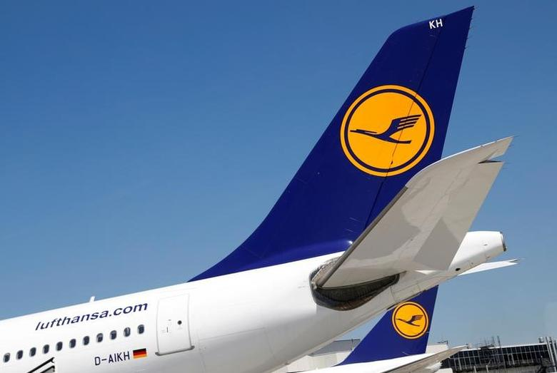 Planes of German air carrier Lufthansa AG are seen on the tarmac at Frankfurt airport in Frankfurt, Germany, June 7, 2016.    REUTERS/Kai Pfaffenbach/File Photo