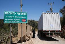 Un camión ingresando a una planta procesadora de pavos de la empresa Sopraval en Quilpué, Chile, ene 5, 2017. El virus de influenza aviar detectado en una planta de pavos en el centro de Chile es de baja peligrosidad, dijo el viernes el Gobierno tras recibir los resultados de una investigación encargada a la autoridad sanitaria de Estados Unidos. REUTERS/Rodrigo Garrido