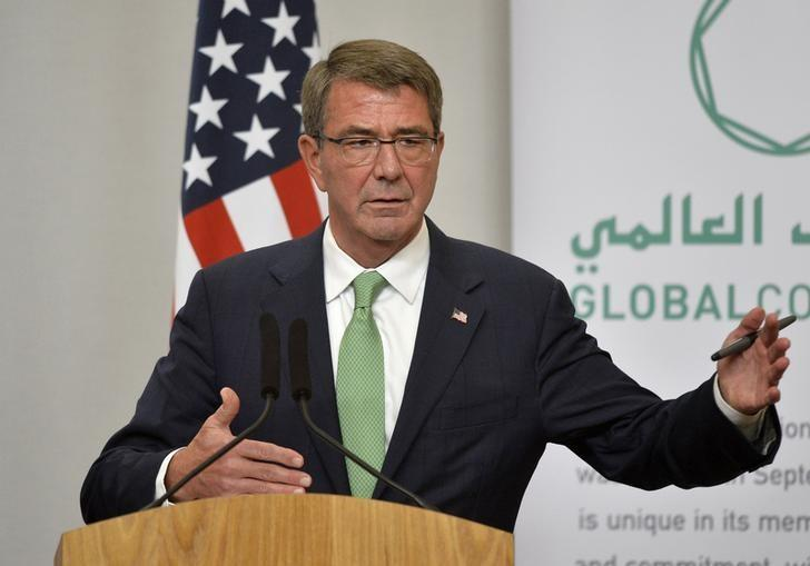 FILE PHOTO - U.S. Secretary of Defence Ash Carter attends a press conference with Britain's Defence Secretary Michael Fallon at the Foreign Office in London, December 15, 2016. REUTERS/Hannah McKay