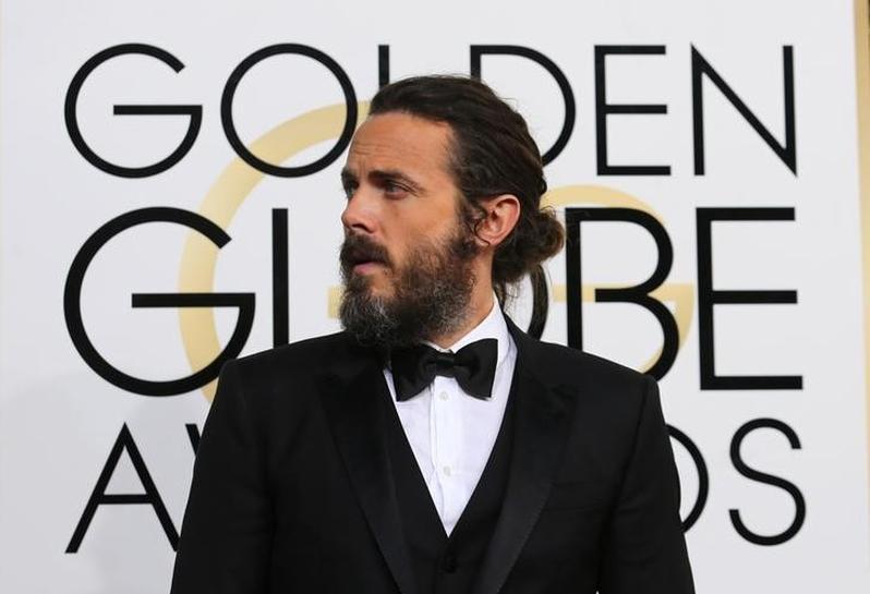 Golden Globes red carpet: Casey Affleck's man bun, shimmering silver dominate