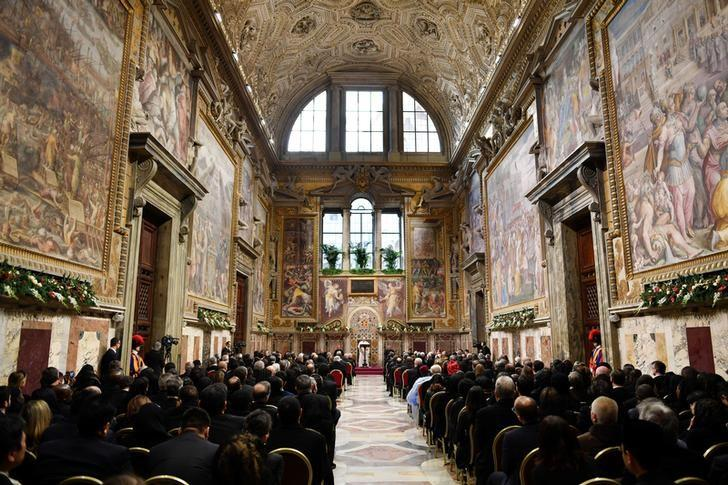 Pope Francis makes his speech during an audience with the diplomatic corps accredited to the Holy See for the traditional exchange of New Year greetings at the Vatican January 9, 2017.  REUTERS/Alberto Pizzoli/Pool