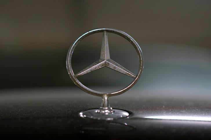 A view shows the logo of Mercedes-Benz on a car in Moscow, Russia, July 6, 2016. REUTERS/Maxim Zmeyev
