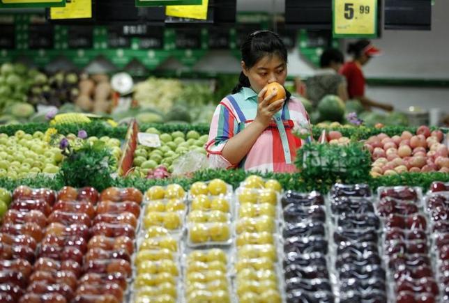 12月10日、中国国家統計局が発表した2016年12月の消費者物価指数(CPI)は、前年同月比2.1%上昇した。写真は2014年7月、安徽省淮北市のスーパーマーケットで撮影(2017年 ロイター)