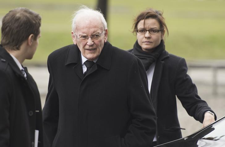 Former German President Roman Herzog arrives for a church service to commemorate former German President Richard von Weizsaecker in Berlin February 11, 2015. REUTERS/Odd Andersen/Pool/Files