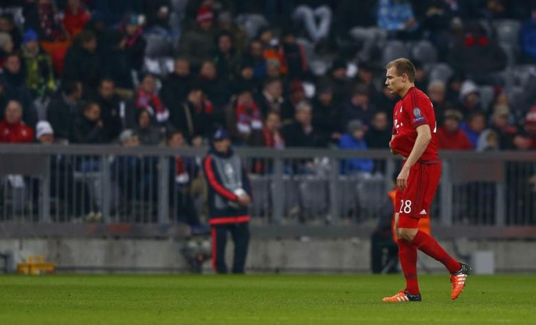 Bayern v Olympiacos - Champions League Group Stage - Group F - Allianz Arena, Munich, Germany - 24/11/15 Bayern's Holger Badstuber walks off the pitch after a red card.  REUTERS/Michael Dalder  Picture Supplied by Action Images