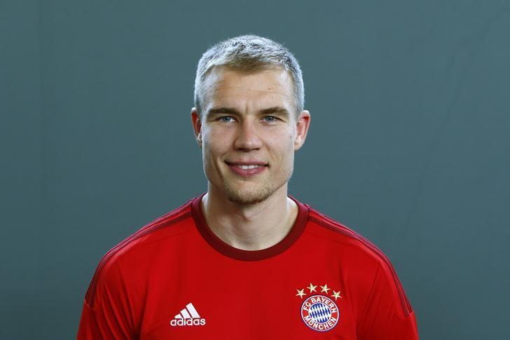 Bayern Munich's Holger Badstuber poses during a photo call in Munich, Germany, July 16, 2015. Picture taken on July 16, 2015. REUTERS/Michaela Rehle/Files