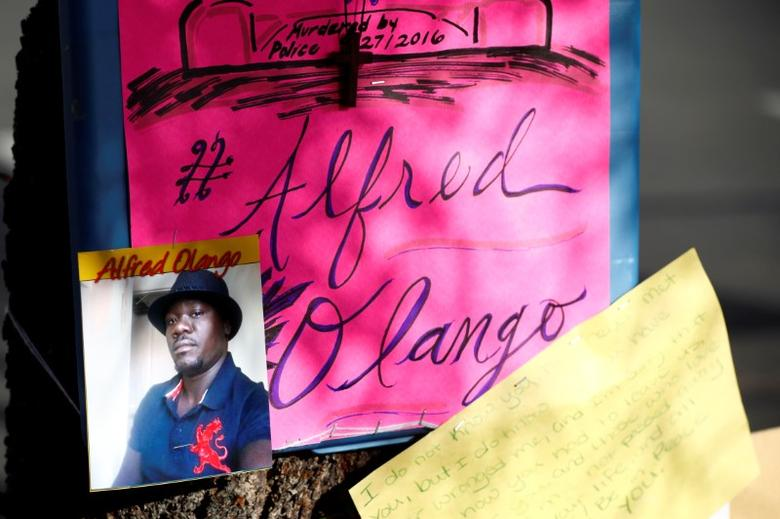 A photo of Alfred Olango, who was shot by El Cajon police, is seen at a makeshift memorial at the parking lot where he was shot in El Cajon, California, U.S. September 29, 2016.  REUTERS/Patrick T. Fallon