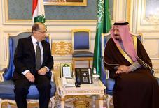 العاهل السعودي الملك سلمان بن عبد العزيز خلال اجتماعه مع الرئيس اللبناني ميشال عون في الرياض يوم الثلاثاء. صورة لرويترز. (حصلت رويترز على هذه الصورة من طرف ثالث. تستخدم الصورة للأغراض التحريرية فقظ)