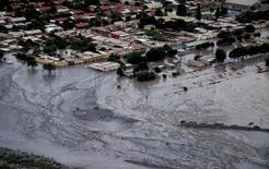 صورة لطريق مغطى بالوحل في قرية فولكان في الأرجنتين نتيجة لانهيار أرضي يوم الثلاثاء. صورة لرويترز من ممثل لوكالات الأنباء.