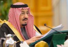 العاهل السعودي الملك سلمان بن عبد العزيز آل سعود يتحدث في الرياض يوم 22 ديسمبر كانون الأول 2016. صورة لرويترز من وكالة الأنباء السعودية. صورة تستخدم للأغراض التحريرية فقط. يحظر إعادة بيعها أو وضعها في أرشيف.