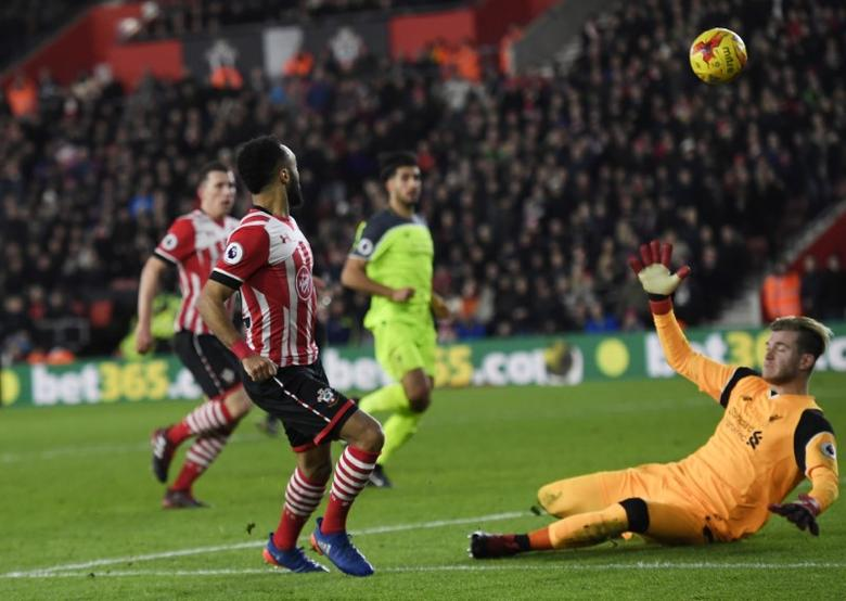 Britain Football Soccer - Southampton v Liverpool - EFL Cup Semi Final First Leg - St Mary's Stadium - 11/1/17 Southampton's Nathan Redmond hits the crossbar Reuters / Toby Melville Livepic