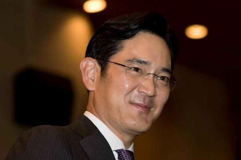 Samsung Group leader Lee arrives at South Korea prosecution office for questioning