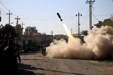 Members of the Iraqi rapid response forces fire missile toward Islamic State militants during a battle between Iraqi forces and Islamic State militants in Somer district of eastern Mosul, Iraq January 11, 2017. REUTERS/Alaa Al-Marjani
