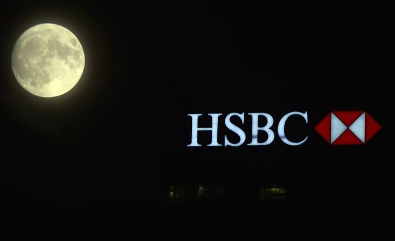 The moon rises over the HSBC building in the Canary Wharf financial district of London, in London, Britain November 13, 2016.   REUTERS/Hannah McKay