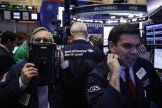 La Bourse de New York a ouvert en baisse jeudi au lendemain de la première conférence de presse de Donald Trump depuis son élection.  Dans les premiers échanges, l'indice Dow Jones perd 0,45%,  le Standard & Poor's 500, plus large, recule de 0,40% et le Nasdaq Composite cède 0,57%. /Photo prise le 13 décembre 2016/REUTERS/Lucas Jackson