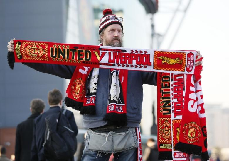 Football Soccer - Manchester United v Liverpool - UEFA Europa League Round of 16 Second Leg - Old Trafford, Manchester, England - 17/3/16A scarf seller outside the stadium before the matchAction Images via Reuters / Jason Cairnduff