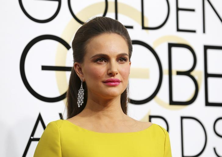 Actress Natalie Portman arrives at the 74th Annual Golden Globe Awards in Beverly Hills, California, U.S., January 8, 2017.   REUTERS/Mike Blake
