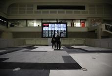 La Bourse de Tokyo a fini en hausse de 0,80% vendredi. Le Nikkei a gagné 152,58 points à 19.287,28, rebondissant d'un plus bas de deux semaines touché la veille. /Photo d'archives/REUTERS/Issei Kato