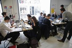 Le nombre de créations d'entreprises en France est repassé à la baisse en décembre, se repliant de 3,0% pour s'établir à 46.181, selon les données corrigées des variations saisonnières et des jours ouvrables publiées vendredi par l'Insee. /Photo d'archives/REUTERS/Charles Platiau