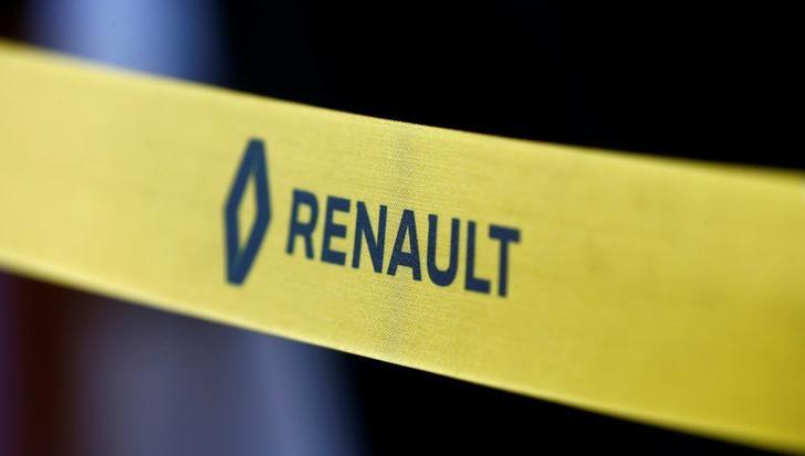 Logo is seen on a ribbon at a dealing centre Renault store in Minsk, Belarus June 9, 2016. REUTERS/Vasily Fedosenko