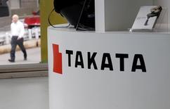 Le groupe japonais Takata a accepté vendredi de plaider coupable des accusations portées contre lui par le département américain de la Justice dans le cadre d'un accord d'un milliard de dollars (942 millions d'euros) pour mettre un terme à l'enquête pénale ouverte dans le dossier des airbags défectueux. /Photo d'archives/REUTERS/Toru Hanai