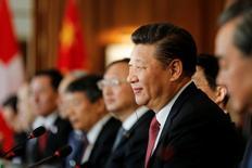 El presidente de China, Xi Jinping, en Bern, Suiza.16 de enero 2017. La economía china se mantendrá estable y seguirá creciendo de manera constante al tiempo que se resistirá al proteccionismo, dijo el lunes el presidente Xi Jinping a ejecutivos suizos. REUTERS/POOL/Peter Klaunzer