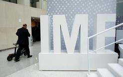 Le Fonds monétaire international a confirmé lundi ses prévisions de croissance mondiale pour 2017 et 2018 en expliquant tabler à la fois sur un coup de pouce de Donald Trump à l'activité aux Etats-Unis et sur des performances moins soutenues dans certains pays émergents. /Photo d'archives/REUTERS/Yuri Gripas