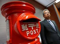 Kunio Yokoyama, PDG de Japan Post. Le gouvernement japonais a annoncé lundi préparer la cession d'une nouvelle tranche du capital de Japan Post Holdings, dont la privatisation en 2015 avait été la plus importante dans le pays en près de 30 ans. /Photo d'archives/REUTERS/Toru Hanai