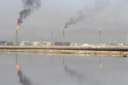 مصدر وبيانات: صادرات النفط من جنوب العراق تنخفض منذ سريان اتفاق أوبك