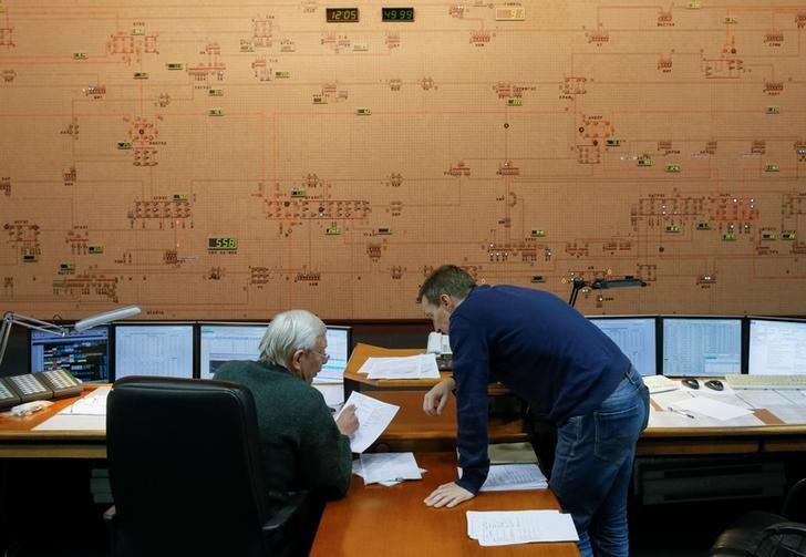Dispatchers are seen inside the control room of Ukraine's National power company Ukrenergo in Kiev, Ukraine, October 13, 2016.  REUTERS/Valentyn Ogirenko