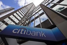 La casa matriz de Citibank en Nueva York, mayo 20, 2015. Citigroup Inc reportó el miércoles un alza de 7 por ciento en sus ganancias en los últimos tres meses del 2016, cerrando un trimestre fuerte para los grandes bancos estadounidenses, ya que las intermediaciones de bonos y divisas se disparó después de las elecciones presidenciales en Estados Unidos.    REUTERS/Mike Segar/Files