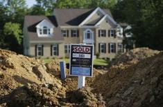 L'indice de confiance des professionnels du secteur de l'immobilier a reculé en janvier, selon l'enquête de la fédération professionnelle NAHB publiée mercredi. Il s'établit à 67, contre 69 en décembre. /Photo d'archives/REUTERS/Gary Cameron